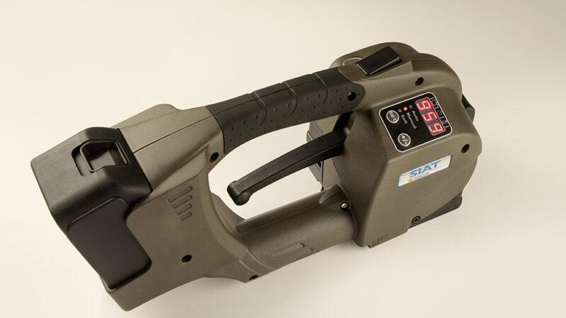 Flejadora eléctrica de batería o manual, diferencias, ventajas y usos